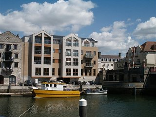 TOWNBRIDGE APARTMENT, sleeps 4, harbour views, town centre location, WiFi