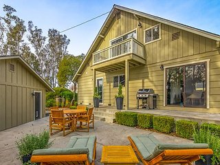 Sprawling 3BR Wine Country Estate w/ Remodeled Barn & Fire Pit