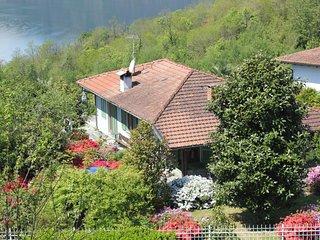 Villa Aurora vista lago con giardino