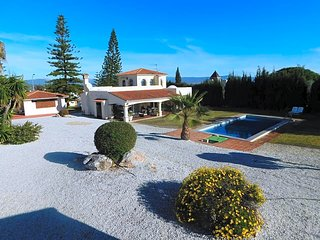 Beautiful villa with views, ping-pong, darts, petanque ...