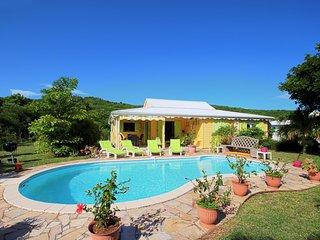 Quiet villa with swimming pool (MQSA27)