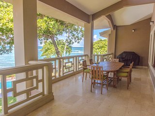 Luxurious, Oceanfront, 4,000sq ft, 4br/4ba, Penthouse Condo on Kite Beach