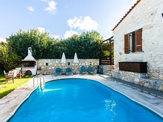 Traditional house with pool and great view!
