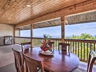 Oceanview Kealakekua Home w/ Spacious Yard & Lanai