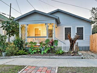 NEW! Cute Cottage in Galveston Historical District