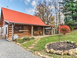 NEW! Sevierville Cabin w/ Hot Tub - Mins to Mtns!