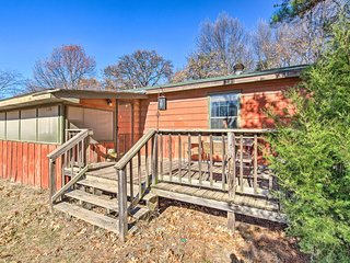 NEW-Cozy Home w/Porch Near Lake Texoma Boat Launch
