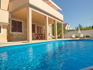 Pool Villa Casa Mia, near the sandy beach, Zadar area, Apartment 1, 6+2