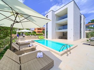 Villa Celeia - Luxurious Apartment No. 2 With Pool in City Centre Of Krk