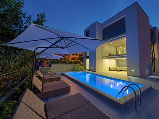 Villa Celeia - Luxurious Villa With Pool In City Centre Of Krk