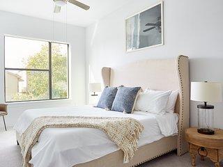 Sonder | The Hampstead | Pleasant 2BR + Laundry