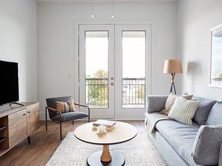 Sonder | The Hampstead | Central 1BR + Balcony
