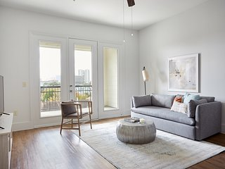 Sonder | The Hampstead | Gorgeous 1BR + Laundry