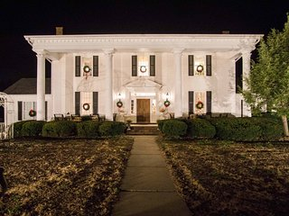 Historic Cedar Hill Mansion w/Pool & Patio on Farm