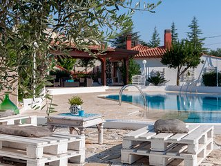 Casa Azalea: Beautiful Villa with Shared Pool for 4 people