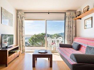 Apartment on the Beautiful Costa Brava Beach 5c
