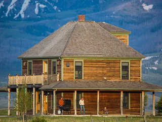 Spacious Montana Vacation Rental with Mountain Views on Remote Ranch Property