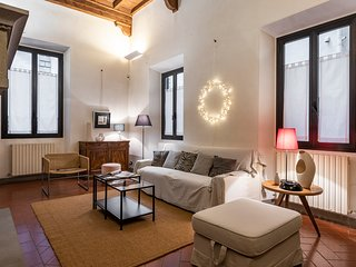 Santa Trinita - Lovely, spacious 1bdr in the heart of Florence