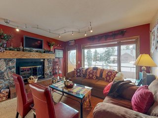 Family-friendly condo w/ fireplace & balcony close to ski resort