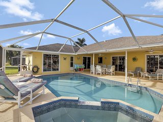 Awesome 3 bed pool home, waterfront in Cape Coral