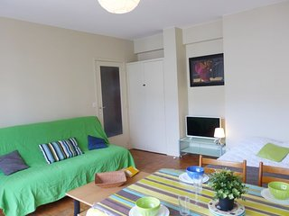 1 bedroom Apartment with WiFi and Walk to Beach & Shops - 5050057