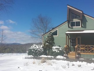 Mountain Vista Retreat...private 4 acre mountaintop oasis by H'ville & Lake Lure