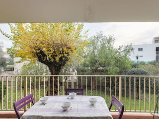 1 bedroom Apartment with WiFi and Walk to Beach & Shops - 5059087