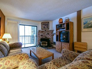 Short Walk to Eagle Lodge with Great Complex Amenities!