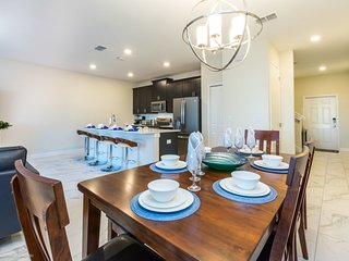 Enjoy Orlando With Us - Champions Gate Resort - Amazing Cozy 4 Beds 3 Baths