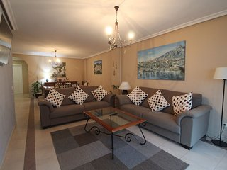 LARGE APARTMENT IN LA MAESTRANZA  WI-FI POOL PARKING. PUERTO BANUS, (MARBELLA)