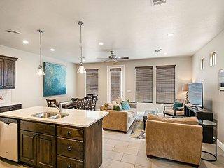 Zion's Den - Lovely 3 bedroom (2 master suites) 3.5 baths/sleeps 8