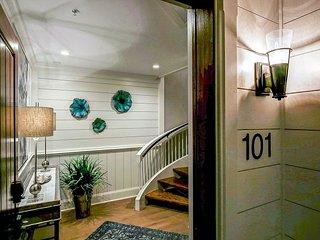 Dual Luxury Villa (101 &103) - Beautifully Remodeled and Custom Designed!
