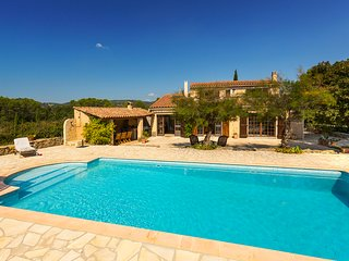 83.286 - Villa with pool a...
