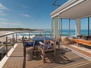 Stunning 4 bedrooms ensuite on the beach