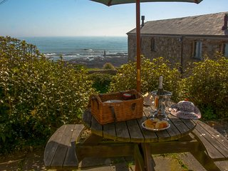 Grenville Cottage- Beautiful three bedroom cottage with panoramic ocean views