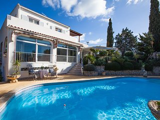 4 Bed Villa With Pool & Jacuzzi, Walking Distance To The Beach & Town Centre