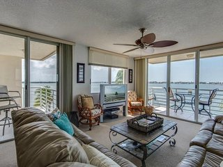Bright Bahia Vista Condo w/ Amazing Views, Free WiFi & Complex Heated Pool