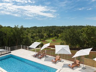 Cabrunici Villa Sleeps 10 with Pool and Air Con - 5634883