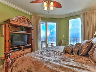 Marisol 202-3BR/Sleeps 8~BEACHFRONT w/ Balcony & Jacuzzi Tub~Great Amenities!