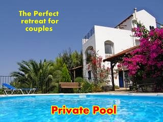 APARTMENT - PRIVATE POOL & SEA VIEWS -THE PERFECT SUNSHINE RETREAT FOR COUPLES