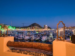 CABO MARINA!! AWESOME 2 BEDROOM / 2 BATHROOM CONDO WITH ALL TOP AMENITIES! WALK TO BEACH AND ALL TOP RESTAURANTS IN 5 MINUTES!!!!