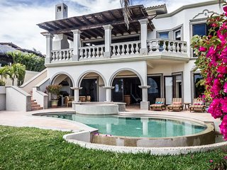 OCEANFRONT LUXURY VILLA on a World-renowned Jack Nicklaus Golf Course with 5 STA