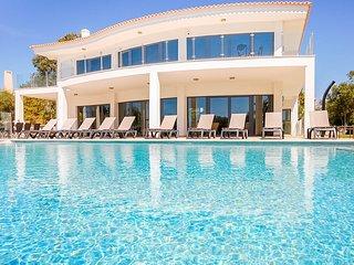 ROSAN Luxury villa, heatable pool ,games room,100m from Gale beach,AC,free WiFi
