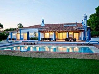 6 bedroom Villa in Olhos de Água, Faro, Portugal - 5239026