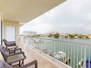 NEW LISTING! Classic, waterfront condo w/shared pool & coastal views