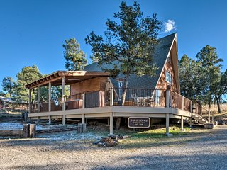 Snowcap Lodge' Ruidoso Cabin w/Hot Tub+Views