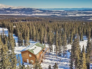 NEW! Secluded Cabin w/360 Mtn View 30 Min to Breck