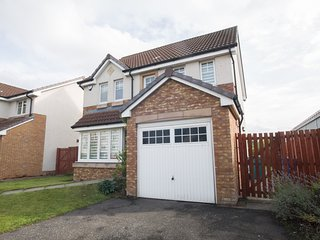 Modern four bedroom detached house sleeps up to 8 in Motherwell near Glasgow