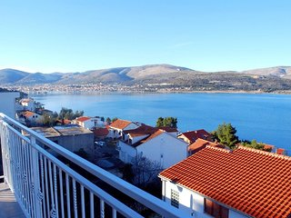 Hazi 1 - 150m from sea: A1 Trogir(4+2) - Mastrinka