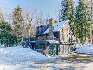 4BR, 3BA Mountain Retreat w/ Fireplace,Hot Tub. Discount Lift Tickets too!